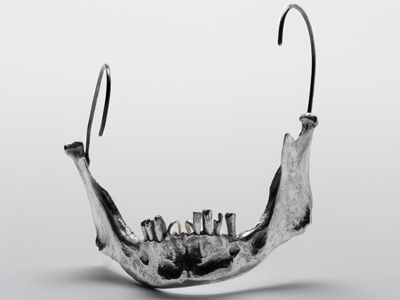 Shaun Leane, Jaw Bone, 1998, facial ornament, aluminum, 120 x 150 x 150mm, photo: Victoria&Albert Museum